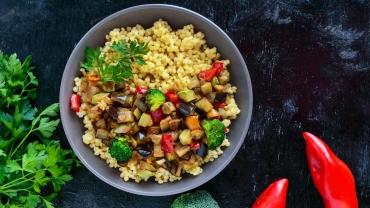 Zlim recept - Couscous met aubergine, courgette en vegetarisch gehakt